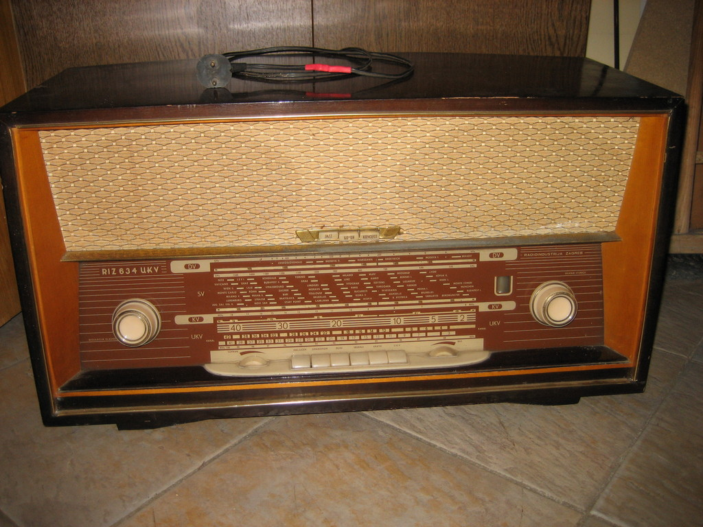 Old tube radios on tube radio receiver