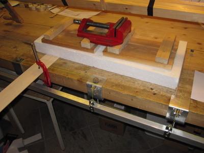 Mechanical device for cutting styrofoam profiles
