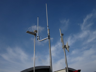 Cluster of antennas mounted on JSI building C.