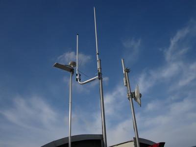 Cluster of antennas mounted on JSI building C.