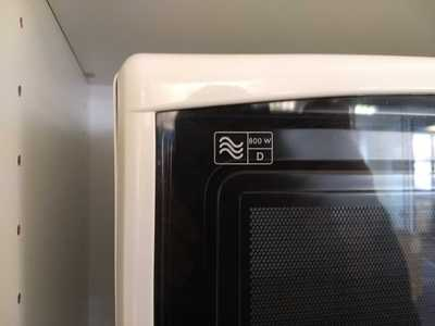 Power rating sign on the De'Longhi MW 311 microwave oven.